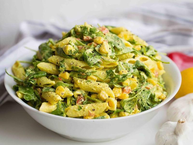 Asiatischer Salat des indischen Sesams dressi