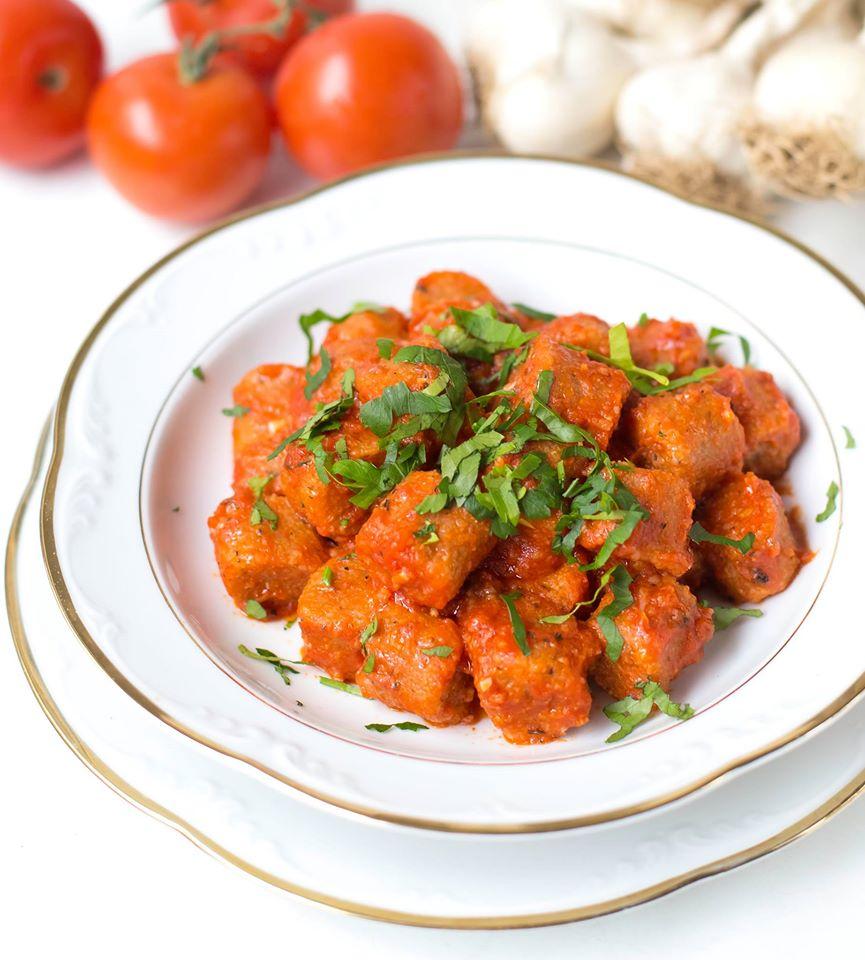 Tuerkische Bulgur Kloeße in Tomatensoße